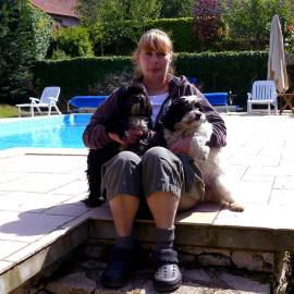 Beate with dogs at the pool